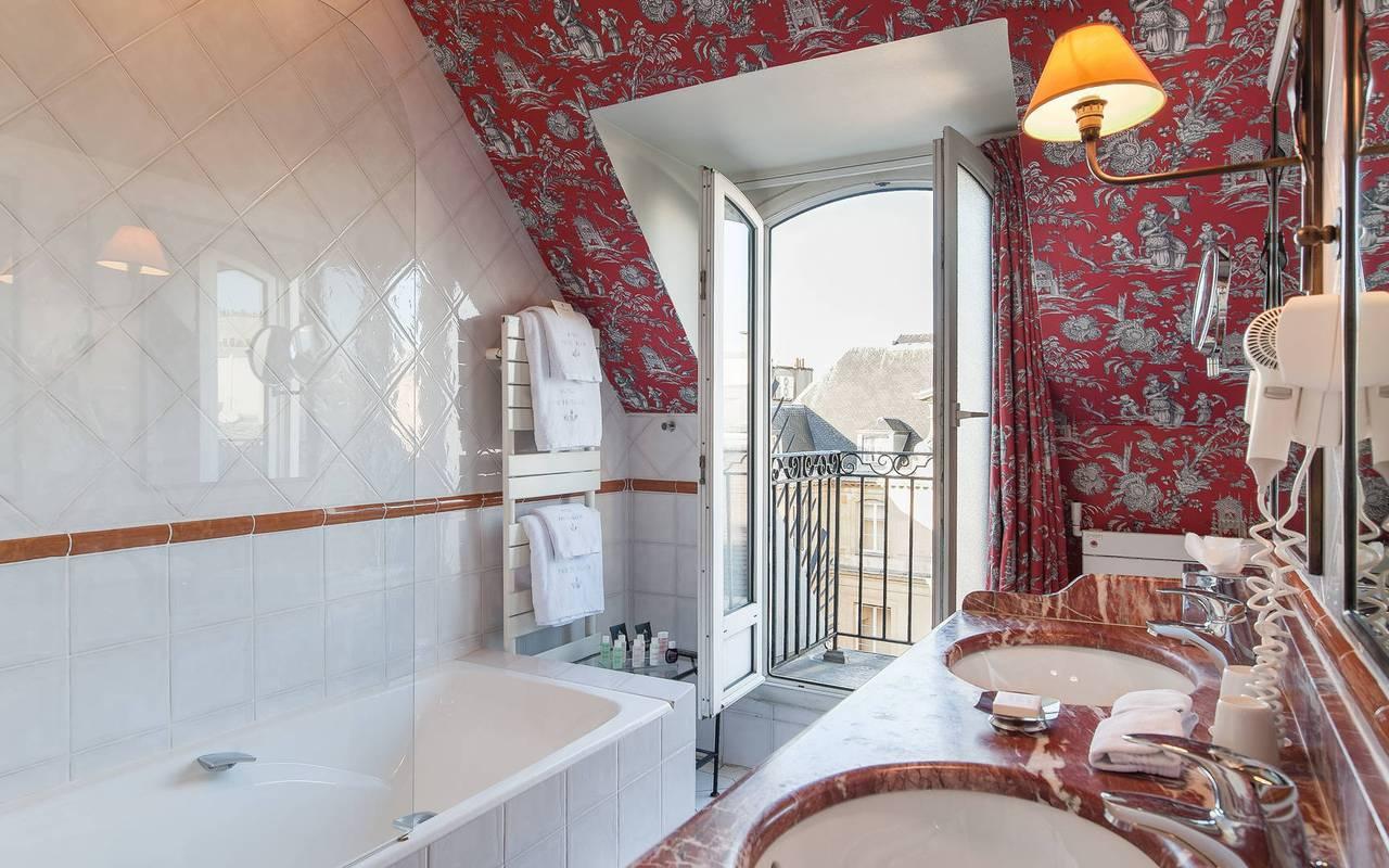 Romantic bathroom in a Saint-Germain des Prés hotel