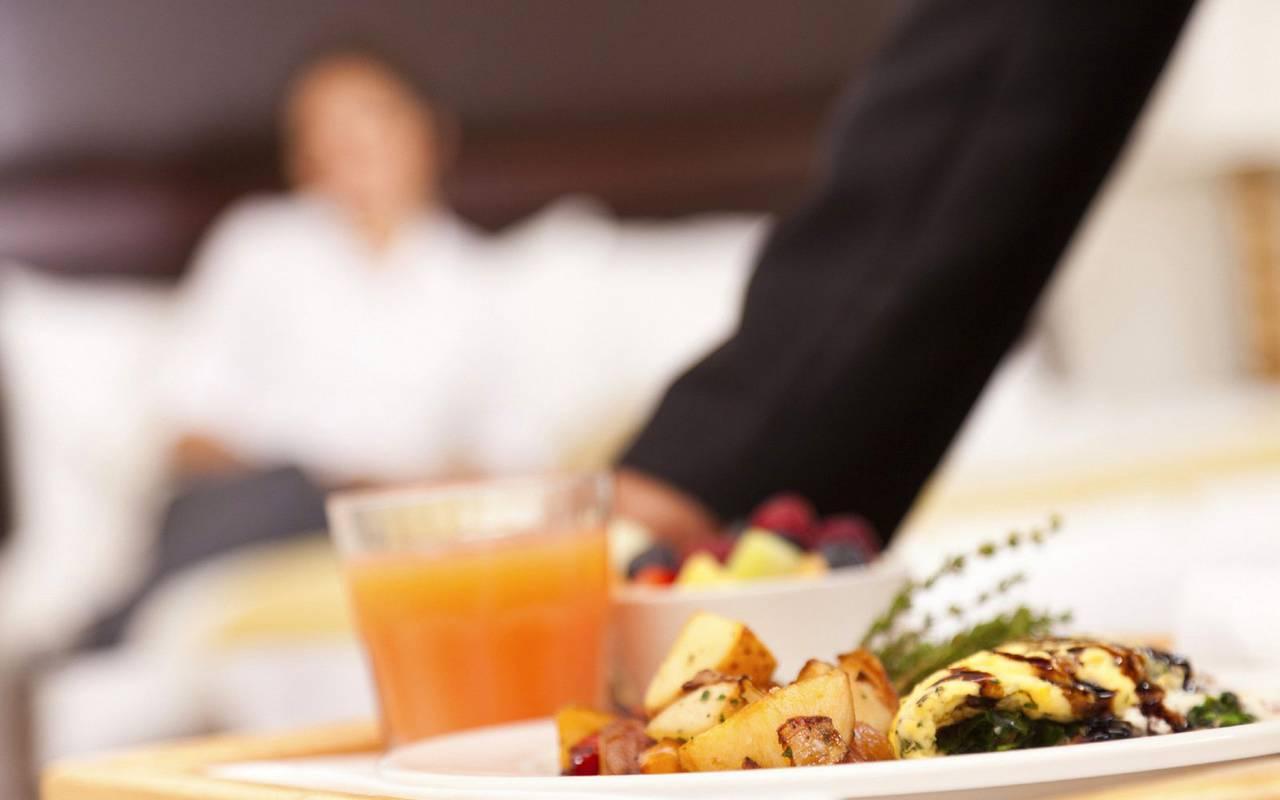 Room service Saint-Germain-des-Prés hotel