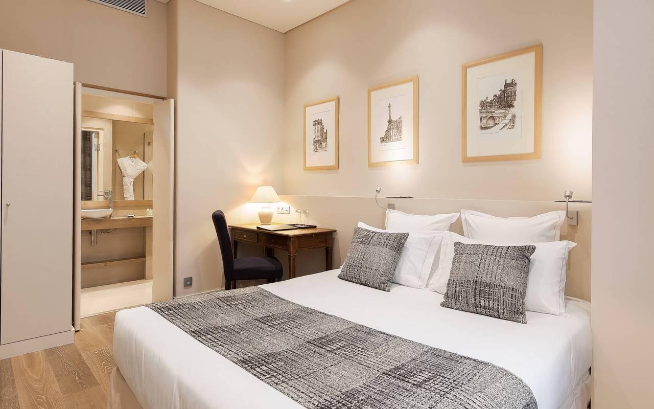 Comfortable Saint-Germain des Prés hotel