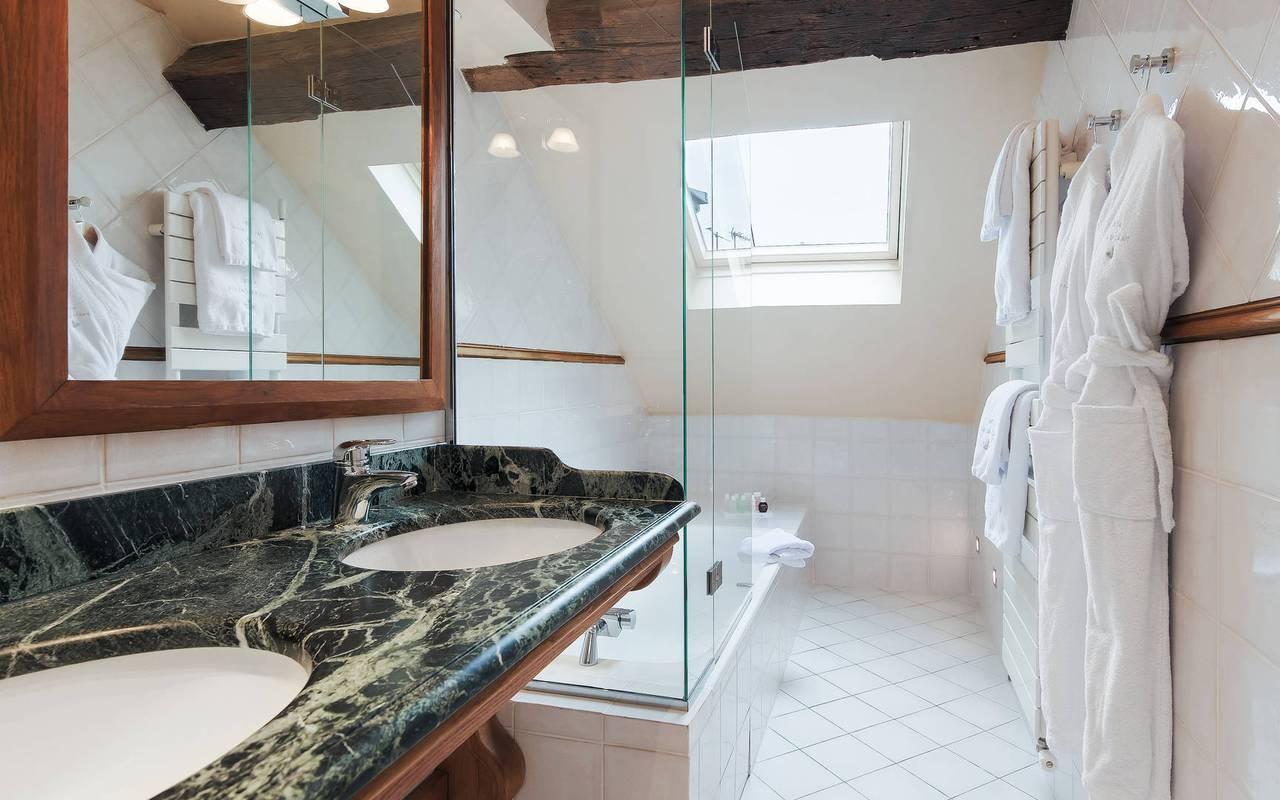 Prestigieuse salle de bain dans un boutique hôtel à Saint-Germain-des-Prés