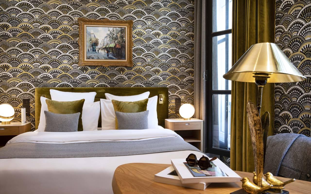 Chambre sophistiquée de l'hôtel Pas de Calais à Saint-Germain-des-Prés