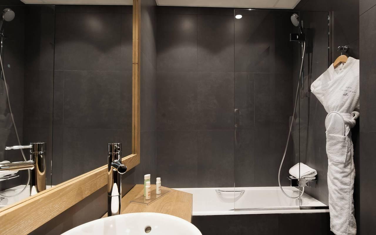 Salle de bain confortable boutique hôtel Saint-Germain-des-Prés