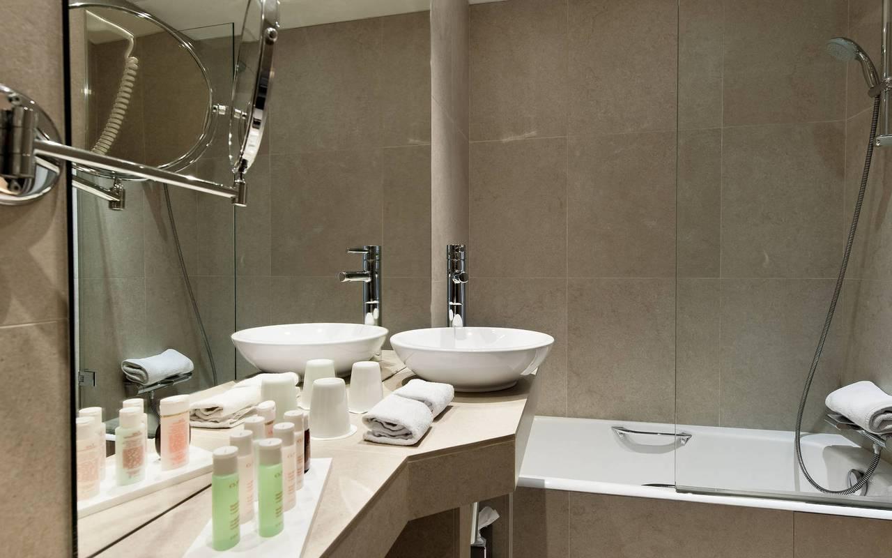 Séduisante salle de bain hôtel Saint-Germain-des-Prés