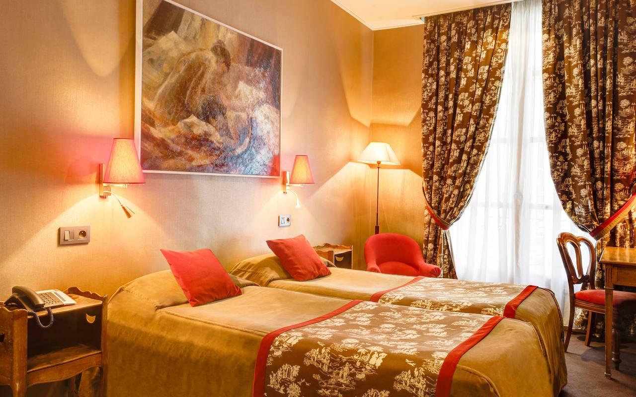 Chaleureuse chambre dans un boutique hôtel à Saint-Germain-des-Prés