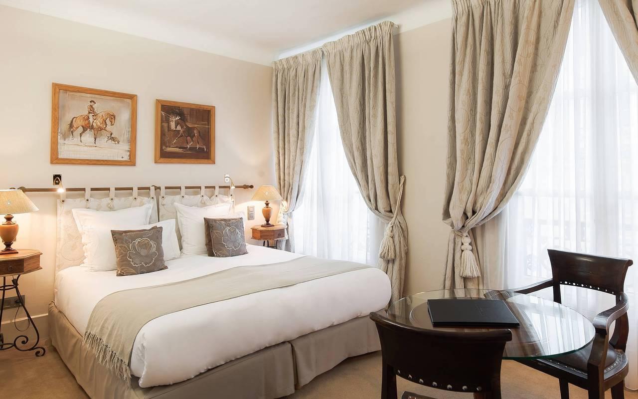 Grande chambre de luxe hôtel Saint-Germain-des-Prés